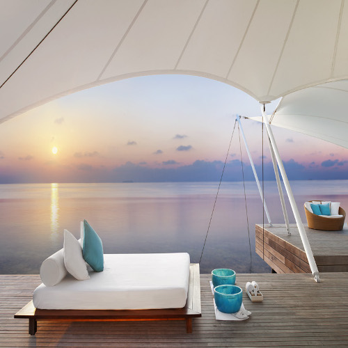 Relaxation for two in the W Maldives